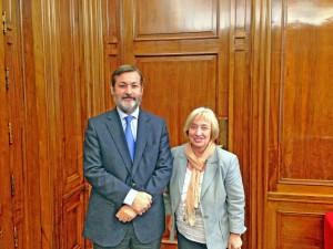 Rafael Rodríguez-Ponga, secretario general del Instituto Cervantes, y Josefina Cambra, presidenta del Consejo General