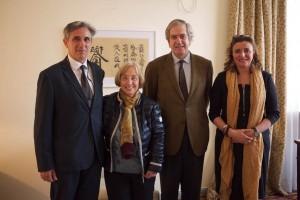 De izquierda a derecha, Ángel Santamaría, asesor técnico; Josefina Cambra, presidenta del Consejo, y Manuel Valencia, embajador de España en Pequín